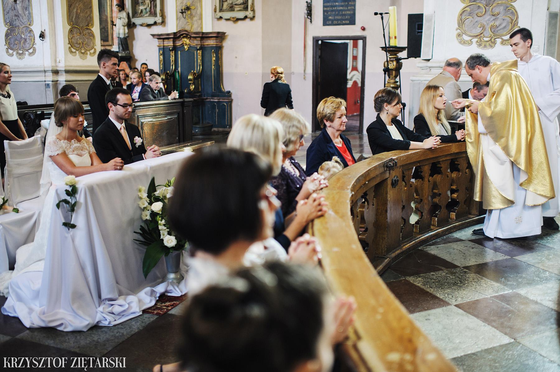 Justyna i Konrad - Fotografia ślubna Gdańsk, Kościół św.Ignacego Stare Szkoty, Restauracja Tabun Otomin - 14.