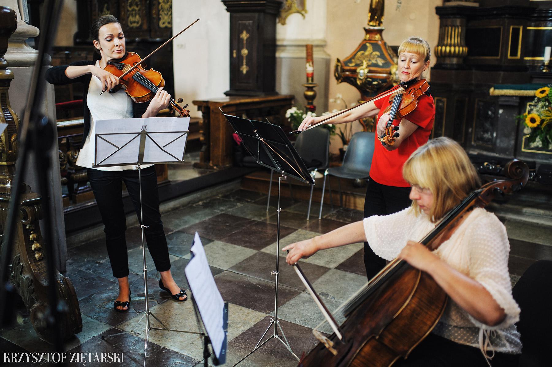 Justyna i Konrad - Fotografia ślubna Gdańsk, Kościół św.Ignacego Stare Szkoty, Restauracja Tabun Otomin - 15.