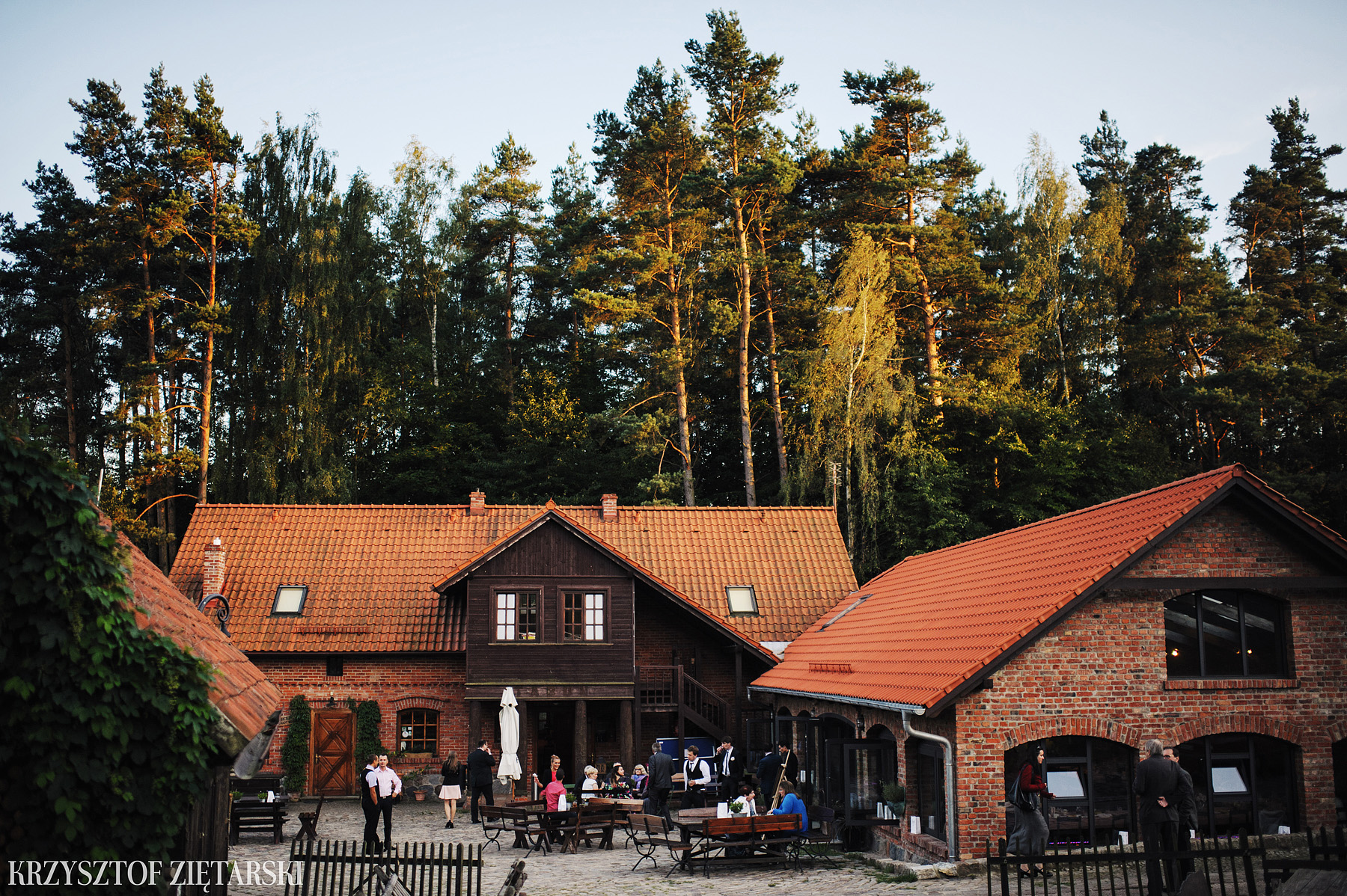 Justyna i Konrad - Fotografia ślubna Gdańsk, Kościół św.Ignacego Stare Szkoty, Restauracja Tabun Otomin - 46.