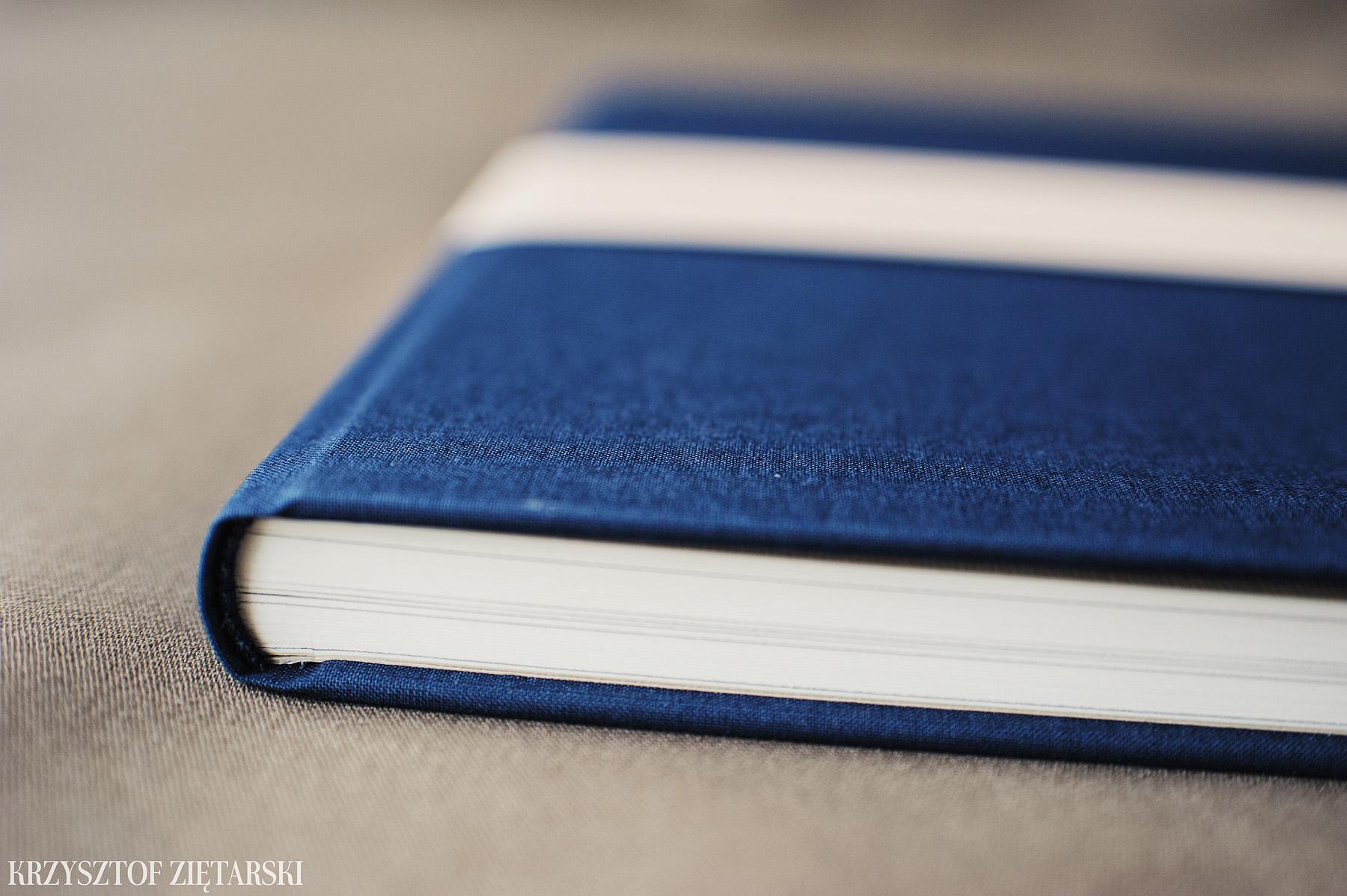 FlatBook 30x30cm, papier kremowy niepowlekany, granatowe płótno C17 i kremowa, prążkowana wyklejka - zdjęcia, przykłady, opinie