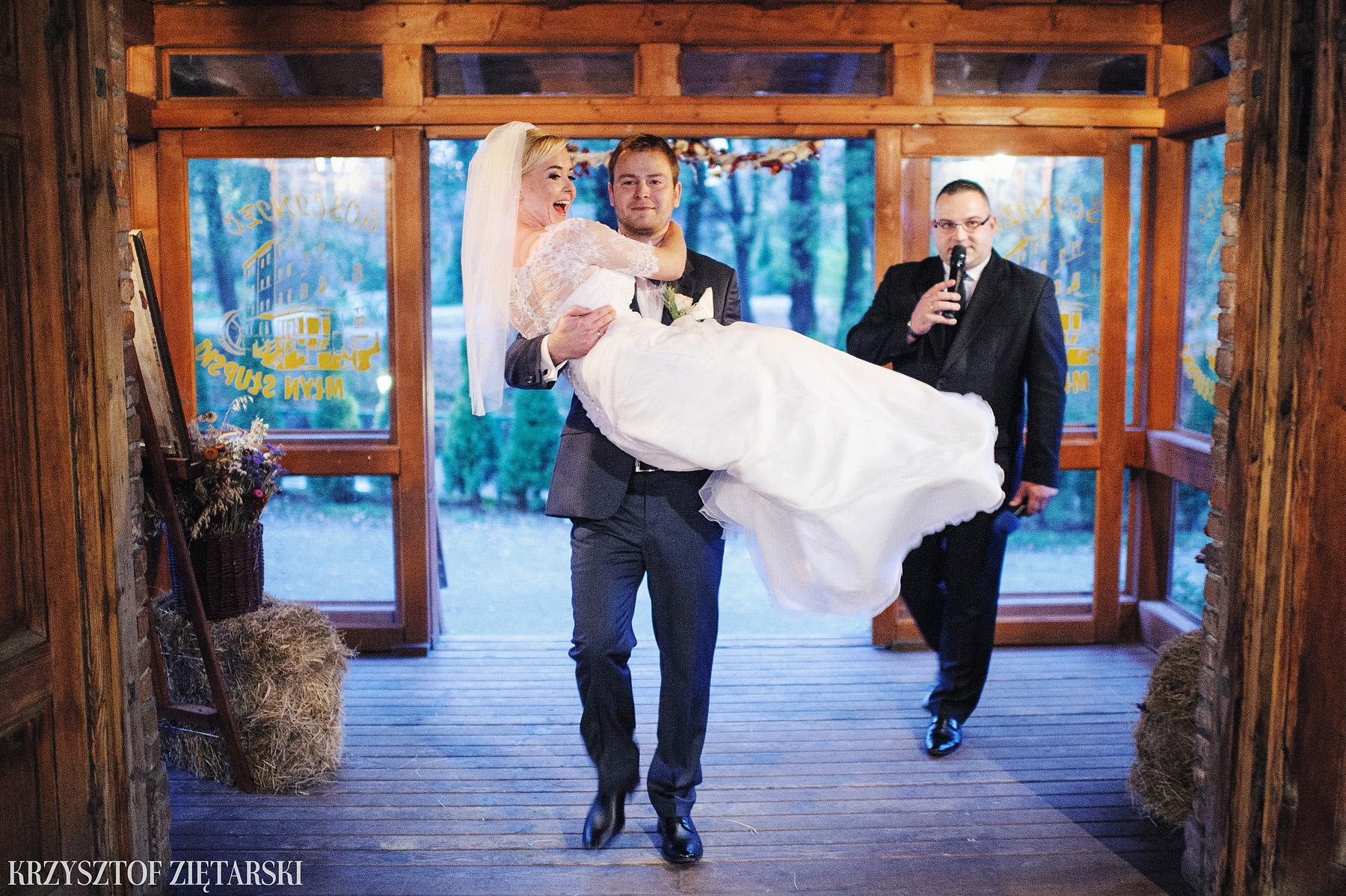 Agnieszka i Jacek - Fotografia ślubna Słupsk, kościół NSJ, wesele Gościniec Młyn Słupski, plener ślubny w Gdyni - 32.