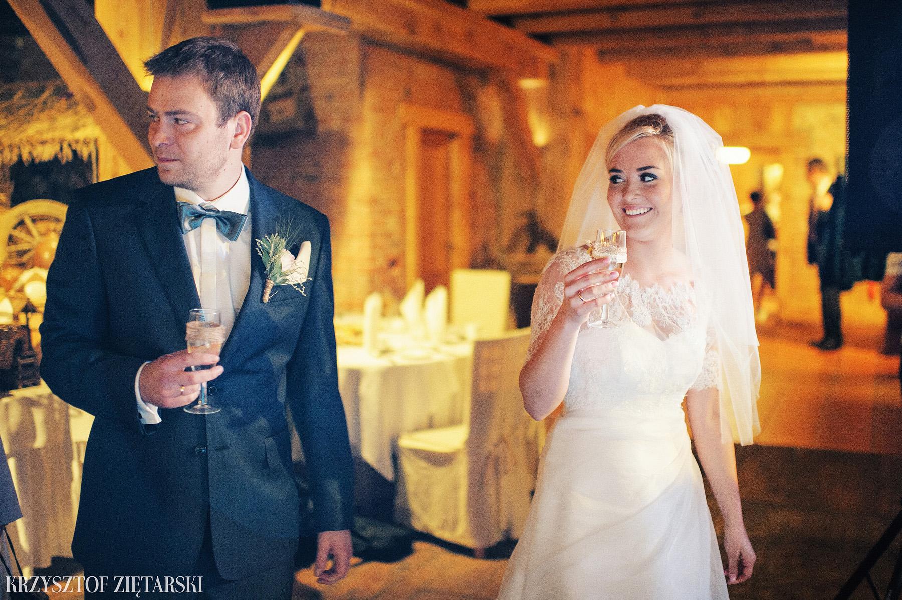 Agnieszka i Jacek - Fotografia ślubna Słupsk, kościół NSJ, wesele Gościniec Młyn Słupski, plener ślubny w Gdyni - 33.