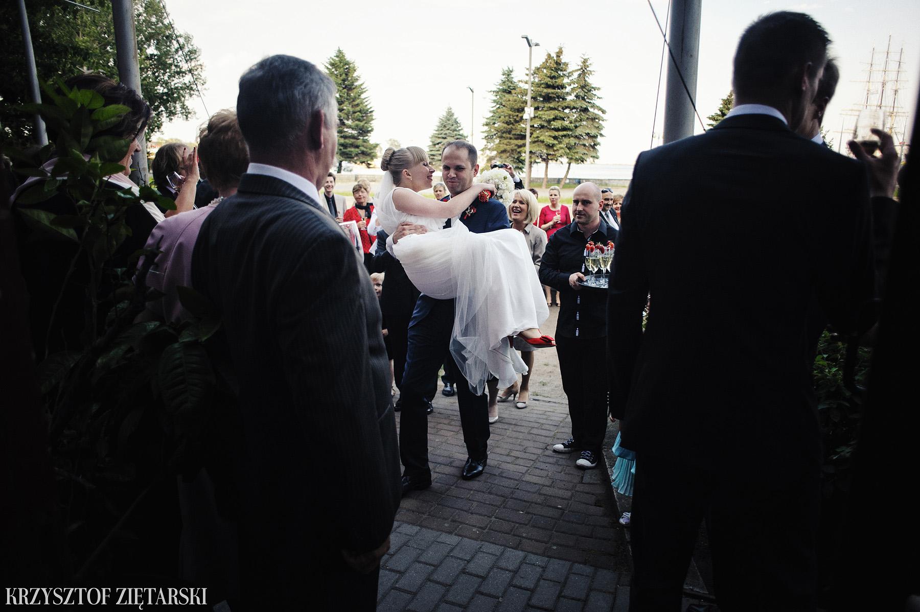 Ola i Grzegorz - Fotografia ślubna Gdynia, Kolegiata NMP, wesele restauracja COCO, plener na Darze Pomorza - 37.