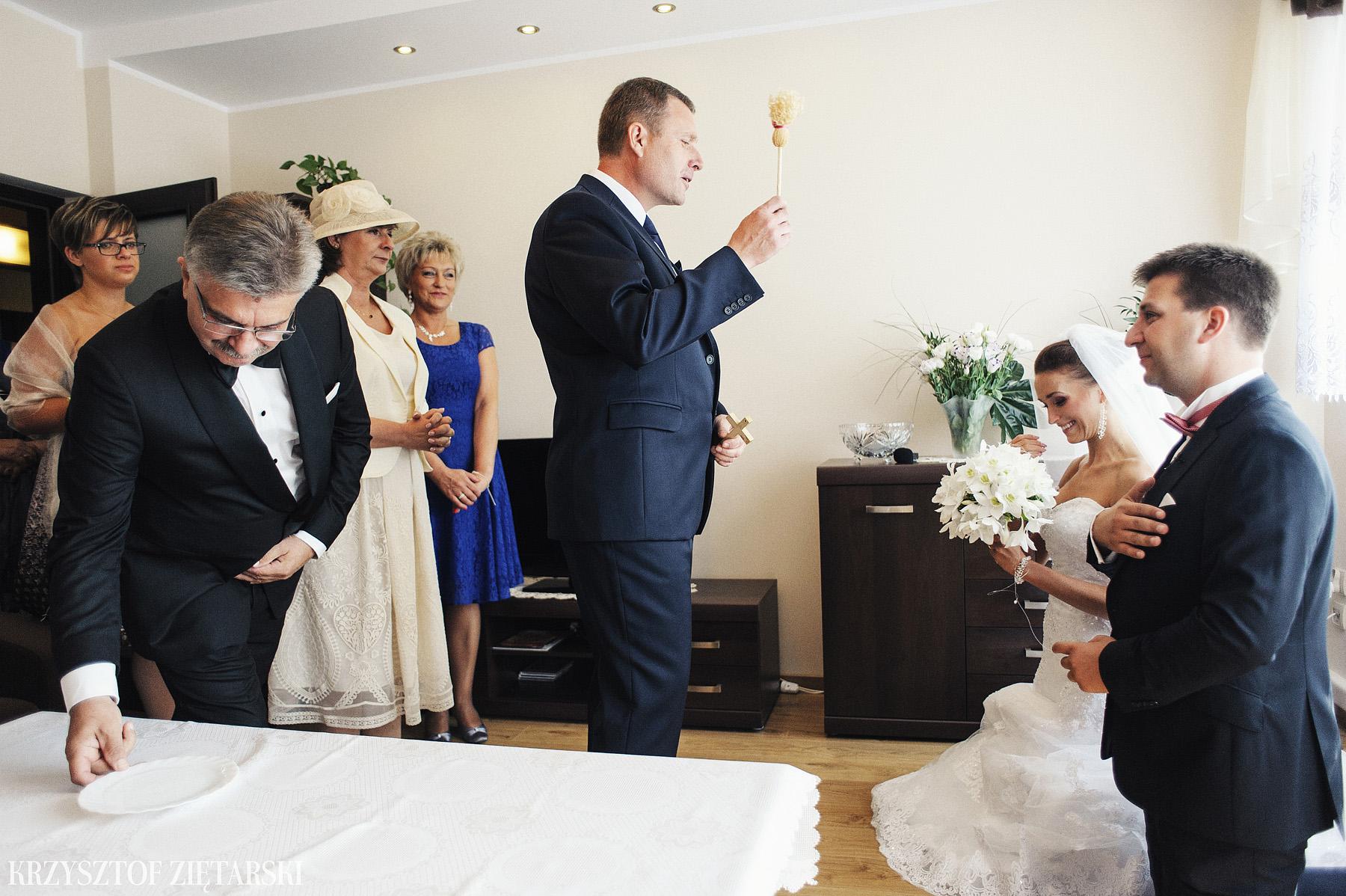 Karolina i Jacek - Fotografia ślubna Gdańsk, Chwaszczyno, Gościniec dla Przyjaciół Wyczechowo Hilary - 3.