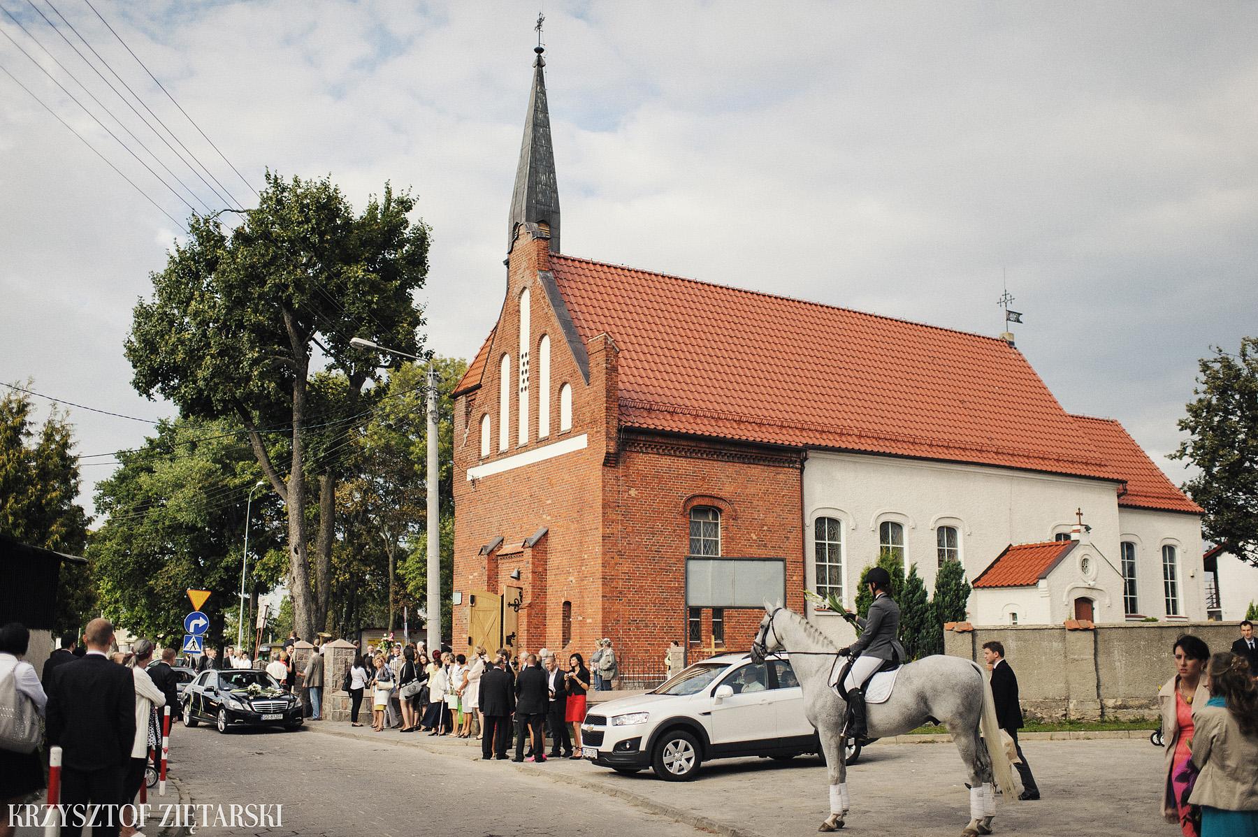 Karolina i Jacek - Fotografia ślubna Gdańsk, Chwaszczyno, Gościniec dla Przyjaciół Wyczechowo Hilary - 17.