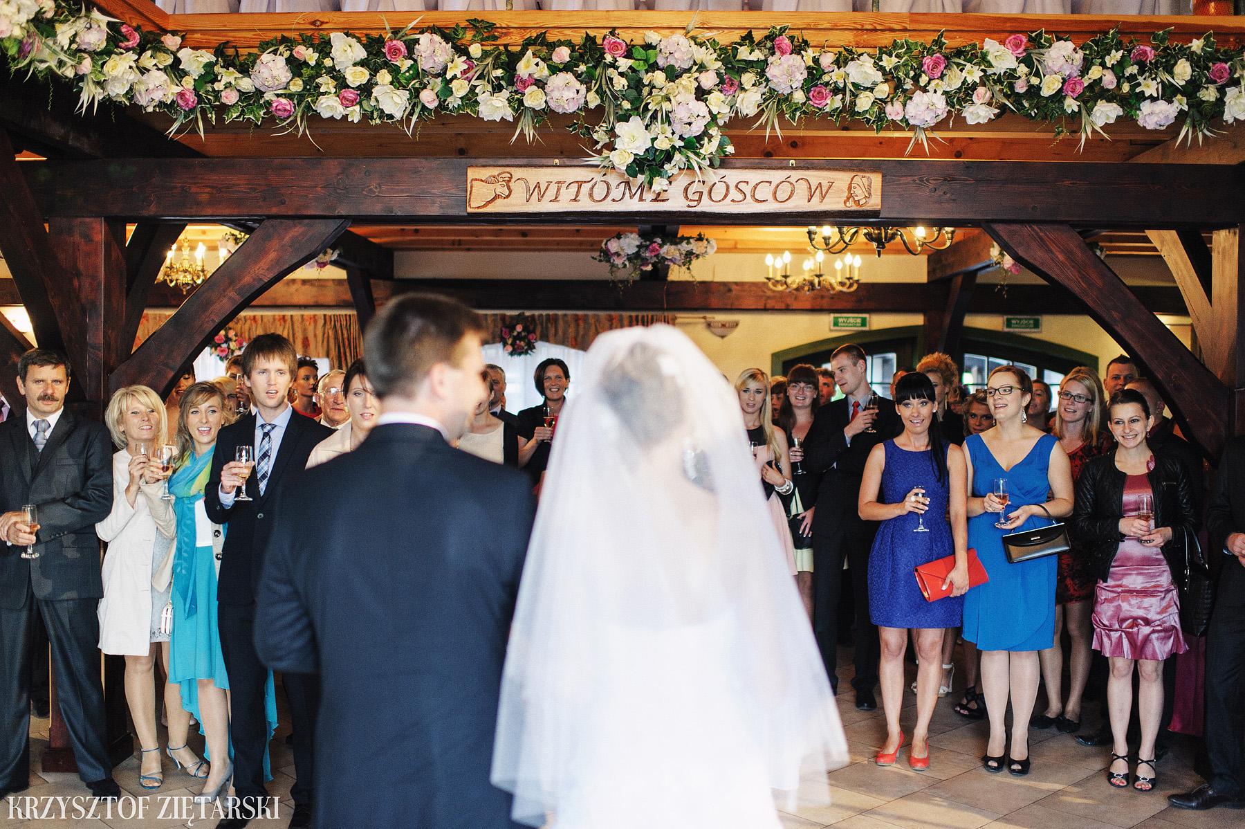 Karolina i Jacek - Fotografia ślubna Gdańsk, Chwaszczyno, Gościniec dla Przyjaciół Wyczechowo Hilary - 23.