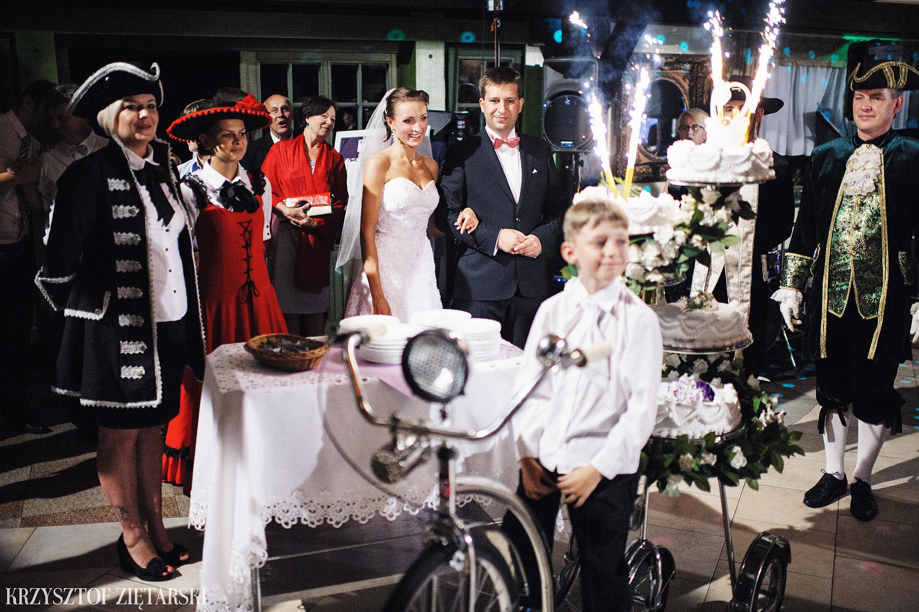 Karolina i Jacek - Fotografia ślubna Gdańsk, Chwaszczyno, Gościniec dla Przyjaciół Wyczechowo Hilary - 43.