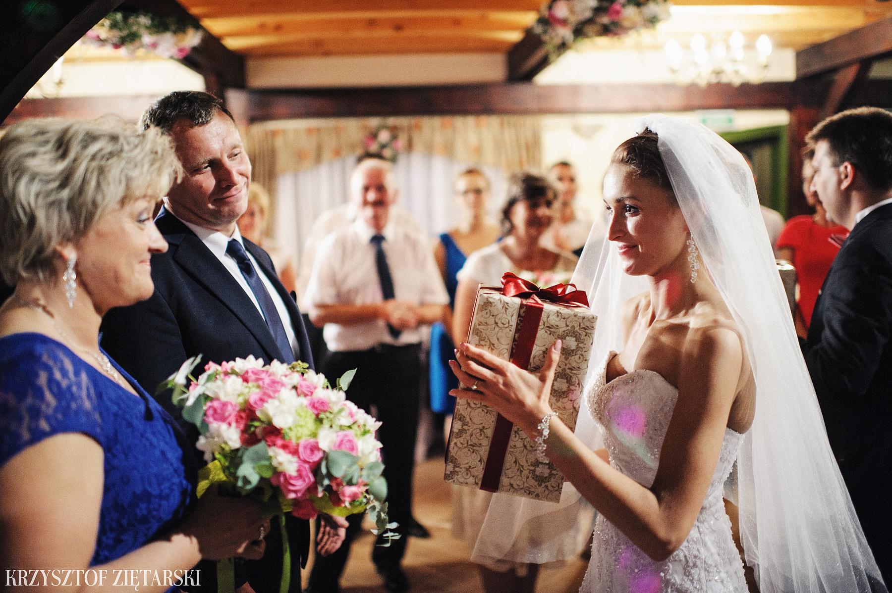 Karolina i Jacek - Fotografia ślubna Gdańsk, Chwaszczyno, Gościniec dla Przyjaciół Wyczechowo Hilary - 55.